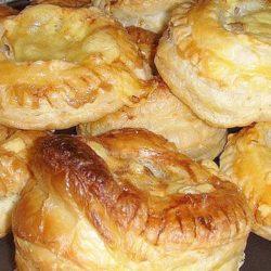 Біляші з листкового тіста: пять простих покрокових рецептів на сковорідці і в духовці
