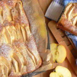 Яблучний пиріг на молоці - 10 покрокових рецептів
