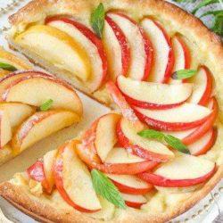 Відкритий яблучний пиріг - пять покрокових рецептів