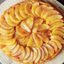 Яблучний пиріг-перевертиш пять простих покрокових рецептів