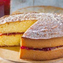 Бісквітний пиріг з варенням - пять оригінальних покрокових рецептів