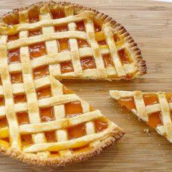 Як швидко приготувати смачний пиріг з варенням в духовці: 5 простих покрокових рецептів