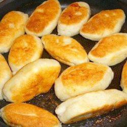 Пиріжки з мясом смажені на сковороді пять простих покрокових рецептів