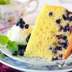 Як смачно і швидко приготувати шарлотку з чорницею: шість покрокових рецептів домашнього солодкого пирога