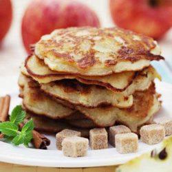 Оладки з сиром і яблуками шість простих покрокових рецептів