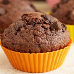 Шоколадні кекси в силіконових формочках: пять простих покрокових рецептів