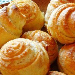 Здобні булочки з цукром пять простих покрокових рецептів