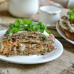 Як швидко приготувати смачний печінковий торт: шість простих покрокових рецептів