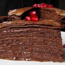 Шоколадний млинцевий торт: пять простих покрокових рецептів