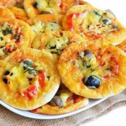 Міні-піца в духовці пять простих покрокових рецептів