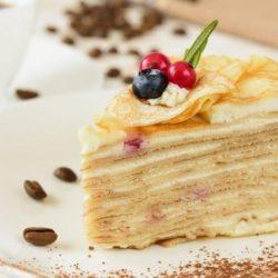Млинцевий торт: вісім простих покрокових рецептів