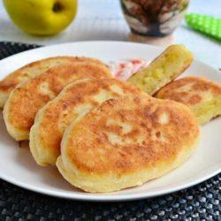 Пиріжки з яблуками смажені на сковороді пять простих покрокових рецептів