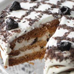 Торт з чорносливом: пять простих покрокових рецептів