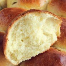 Здобні булочки на сухих дріжджах пять простих покрокових рецептів