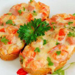 Гарячі бутерброди з помідорами в духовці пять простих покрокових рецептів