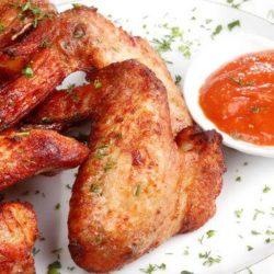 Курячі крильця з хрусткою скоринкою шість простих покрокових рецептів