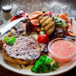 Мясо з баклажанами і помідорами в духовці - пять нескладних покрокових рецептів з фото