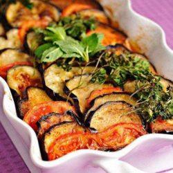 Покрокові рецепти смачного мяса запеченого з кабачками і баклажанами в духовці
