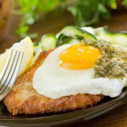 Шніцель з яйцем пять простих покрокових рецептів