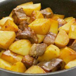 Свинина з картоплею на сковороді 5 простих покрокових рецептів