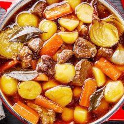 Тушкована яловичина з овочами 8 простих покрокових рецептів