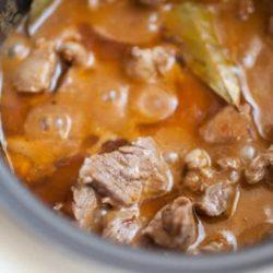 Підлива з яловичини в мультиварці: 5 простих покрокових рецептів