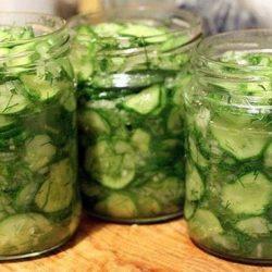 Як приготувати смачний салат з огірків на зиму: вісім простих покрокових рецептів