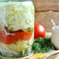 Мариновану капусту з помідорами пять простих покрокових рецептів