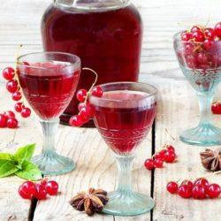 Як приготувати лікер з червоної смородини в домашніх умовах: пять простих покрокових рецептів