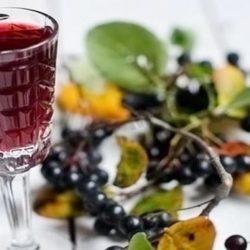 Домашнє вино з чорноплідної горобини пять простих покрокових рецептів