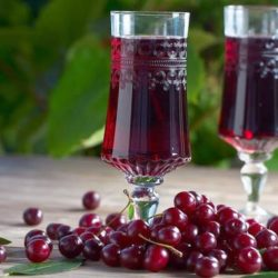 Домашнє вино з вишні шість простих покрокових рецептів