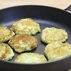 Оладки з кабачків на сковороді пять простих покрокових рецептів