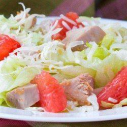 Прості покрокові рецепти смачного салату з грейпфрутом і куркою