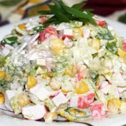 Крабовий салат з цибулею: 5 простих покрокових рецептів