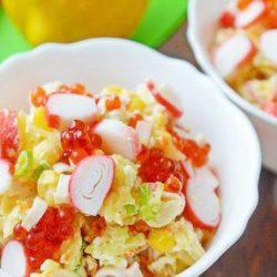 Салат з крабовими паличками і ікрою пять простих покрокових рецептів