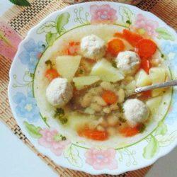 Суп з фрикадельками і квасолею пять простих покрокових рецептів