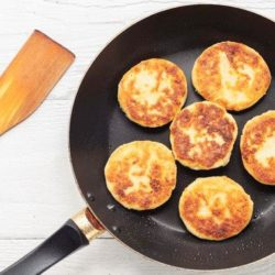 Сирники на сковороді: десять простих покрокових рецептів