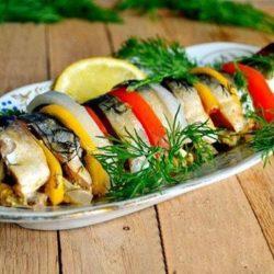 Скумбрія, запечена в духовці з овочами, 5 простих покрокових рецептів
