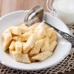Ліниві вареники з сиру: одинадцять простих покрокових рецептів для сніданку