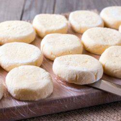 Сирники із замороженого сиру пять простих покрокових рецептів