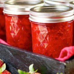 Варення з полуниці з желатином: пять простих покрокових рецептів