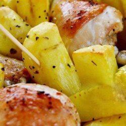 Курка з картоплею і майонезом в духовці покрокові рецепти