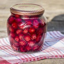 Вишня у власному соку на зиму сім простих покрокових рецептів