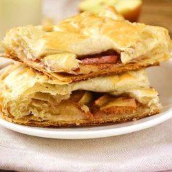 Як швидко і смачно спекти яблучний пиріг з листкового тіста - наочний покроковий рецепт швидкої випічки